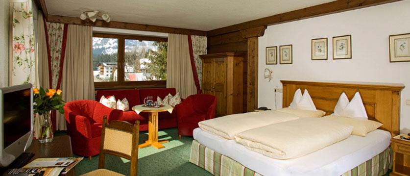 austria_arlberg-ski-area_lech_hotel_haldendorf_twin_bedroom.jpg